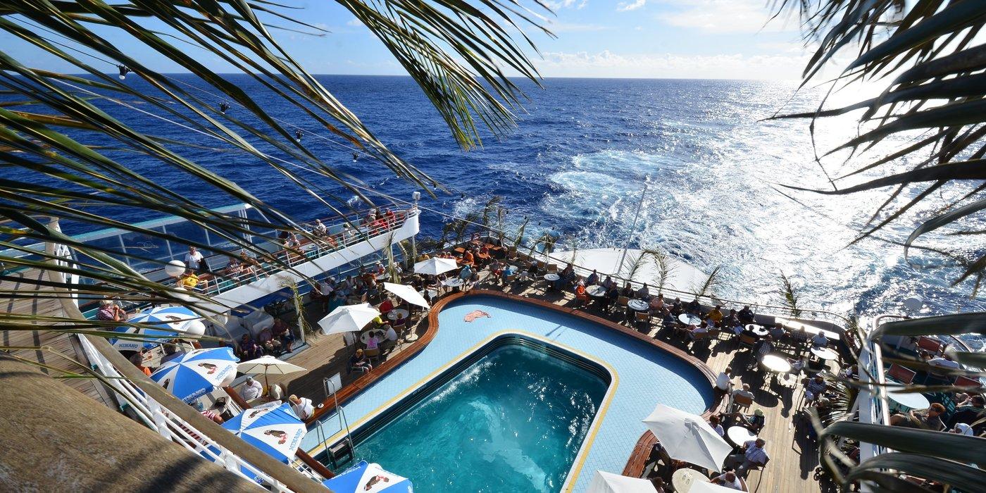 Pool und Lido-Terrasse der MS Albatros
