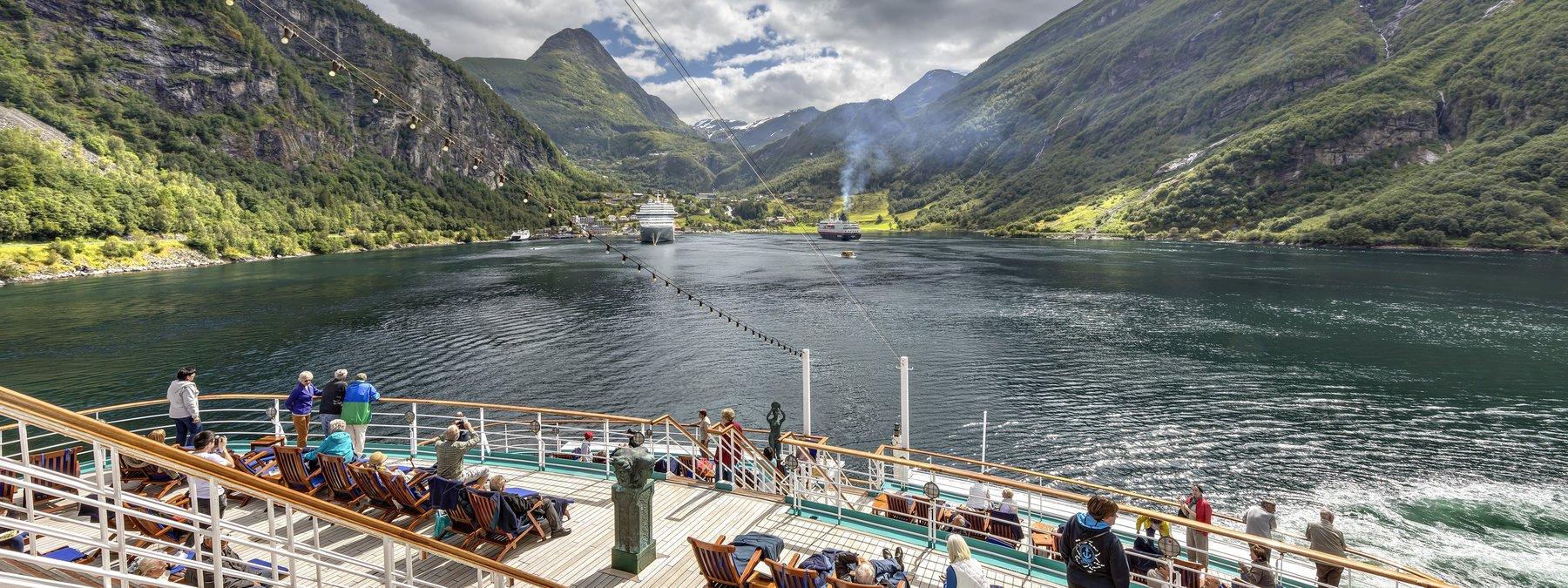 Deutschland - MS Deutschland im Geiranger Fjord