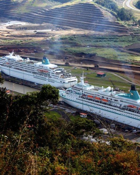 Kreuzfahrtschiff Crew datiert